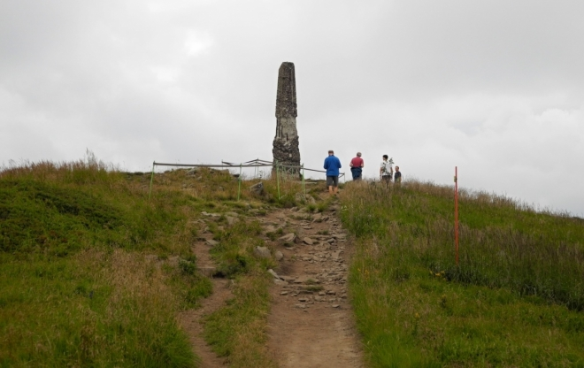 Wielka Rawka je vrch o nadmořské výšce 1307 m. Je nejvyšším vrchem hraničního pásma v pohoří Západních Bieščadech. Vrch je významný svou výškou a atraktivitou. Nachází se jihozápadně od polské obce Ustrzyki Górne v Bieščadském národním parku, který je součástí Mezinárodní biosférické rezervace Východní Karpaty, vyhlášenou UNESCO v roce 1993. Zdroj: Wikipedia