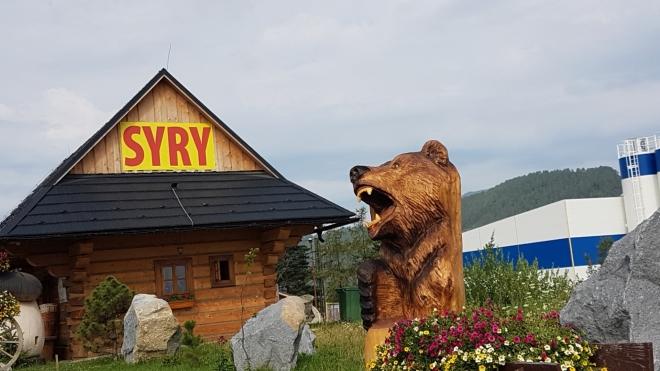 Cestou domů se s námi loučí i medvěd. Asi abychom nezapomněli na ovčí sýr.
