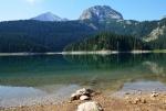 V jezeře se zrcadlí Savin kuk a Mali Međed.