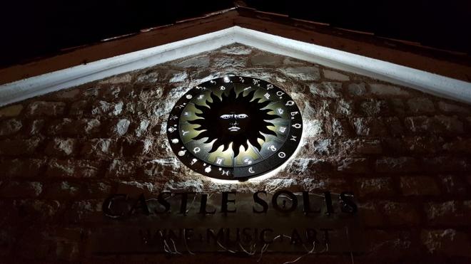 Oko horoskopu u hradních hradeb.