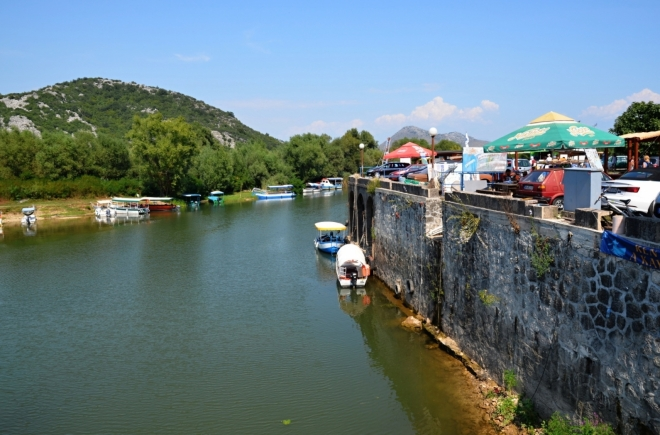 Virpazar s přístavištěm.