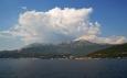 Hory kolem Boky Kotorské přesahují mnohdy tisícimetrovou výšku.