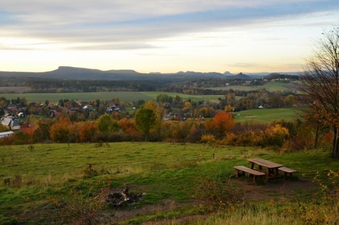 První pohled patří Grosser Zschirnsteinu, stolové hoře v Saském Švýcarsku, na které jsme stály vloni.
