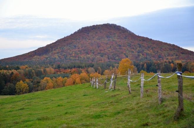 Okruh uzavíráme přes pastviny Pastevního vrchu.