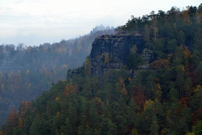 Vilemínina stěna a Rudolfův kámen jsou téměř v zákrytu.