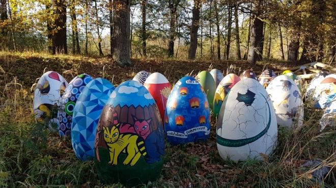 Zazimovaná velikonoční vajíčka nedaleko Hluboké.