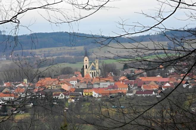 Bavorovský kostel Nanebevzetí Panny Marie je vrcholně gotickým dílem z 2. poloviny 14. stol. Po požáru v polovině 17. století nově zaklenut a v letech 1905–08 regotizován podle plánů J. Mockera.