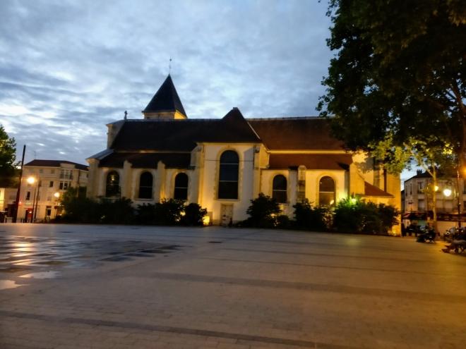 Večerní okrajová část Paříže