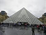 Pyramida v Louvru