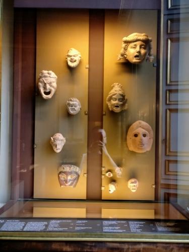 Starověké masky a něco z moderní doby