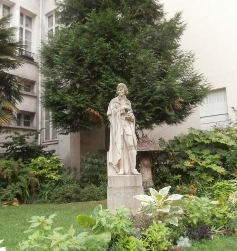 Socha Voltaire