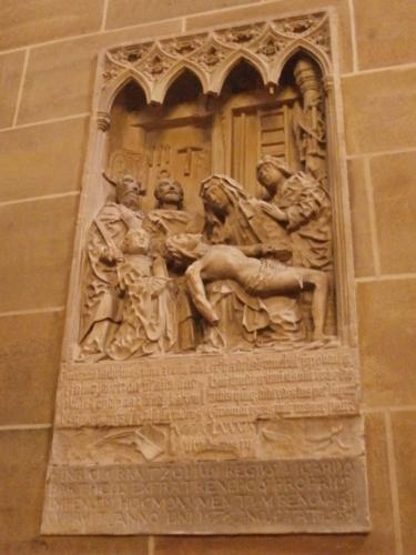 Uvnitř Svatopetrské katedrály v Brémách