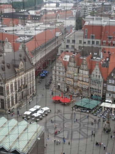 Výhled z věže na hlavní náměstí