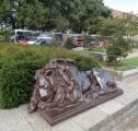 Unavený bronzový hlídač
