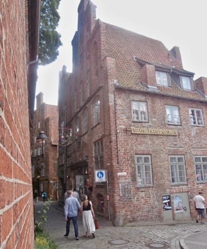 Kolem muzea a divadla loutek