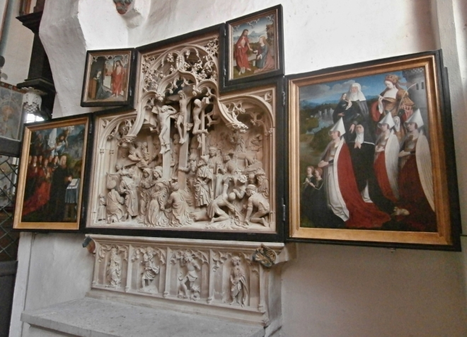 Oltář s ukřižováním Krista