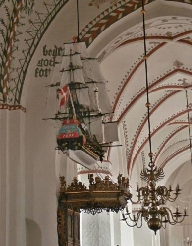 Lodě v kostele