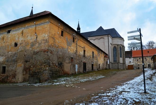V areálu Milevského klášteru...
