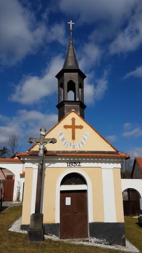 Kaple v Švejcarově Lhotě.