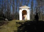 Výklenkové kaple Křížové cesty jsou celkem čtyři...