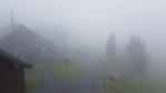 Po dešti je Červenohorské sedlo utopeno v husté mlze. Ta hrozí, že bude viset na vrcholy hor i další den.