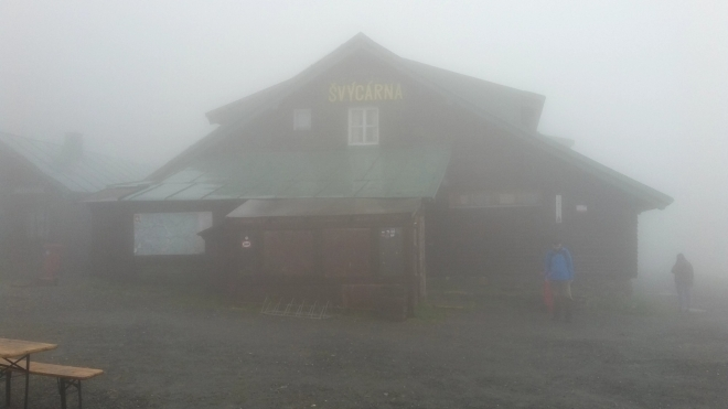 Švýcárna v husté mlze.
