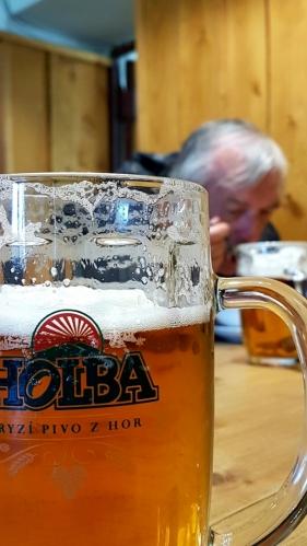 Pijeme ryzí pivo z hor.