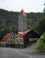 Hrad Nejdek byl založen zřejmě ve 14. století, připomínán roku 1341 za Petra Plika, jehož potomci hrad vlastnili do roku 1405, od polovině 15. století Šlikové. Ti jej roku 1602 prodali Bedřichu Kolonovi z Felsu, jehož potomkům zkonfiskován a prodán Černínům. Za třicetileté války vyhořel. Zachována hranolová věž na skalnatém ostrohu nad kostelem; roku 1831 sneseno poslední patro a změněna ve zvonici. (www.mapy.cz)