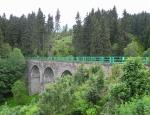 Železniční viadukt u nádraží v Perninku...