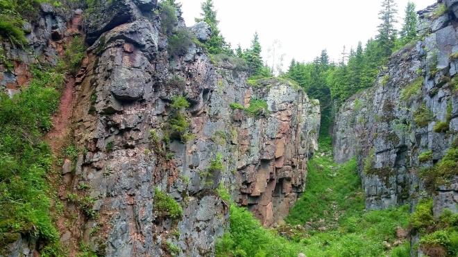 Národní památka Vlčí jámy na Blatenském vrchu...