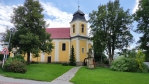 Barokní kostel sv. Máří Magdaleny postavený podle projektu J. B. Santiniho v r. 1844, kdy došlo k úpravě kostelních věží. Uprostřed travnatého prostranství před kostelem se nalézá historicky cenné sousoší Svaté Rodiny se sv. Jáchymem a Annou.
