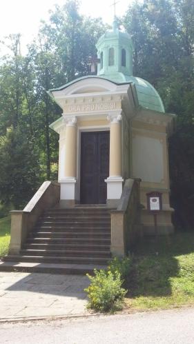 Kaple sv.Jana Nepomuckého v místní části Studánce.
