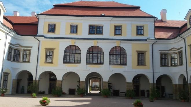 venkovní prostory zámku v Rychnově nad Kněžnou.