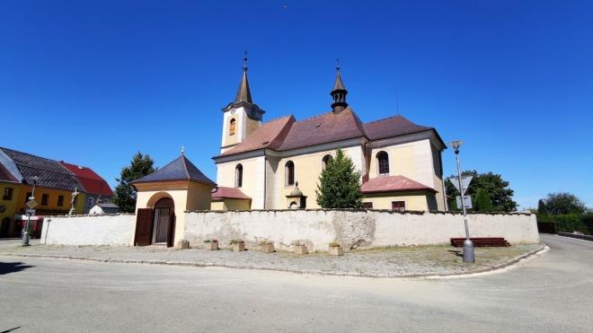 Kostel sv. Petra a sv. Pavla v Novém Hrádku.