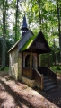 Černínská kamenná lesní kaple s dřevěnou zvoničkou z r. 1898 v Evženově údolí.