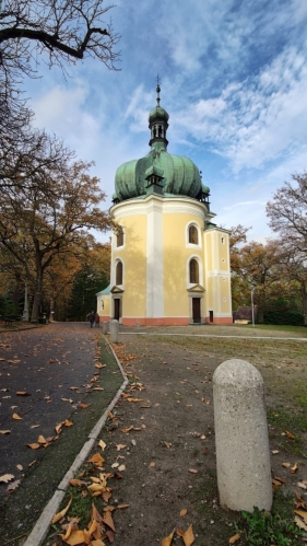 Poutní kostel v Lomci.