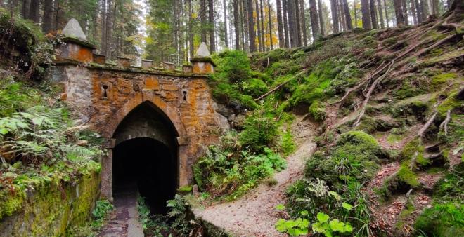 Horní portál Swarzenberského kanálu.