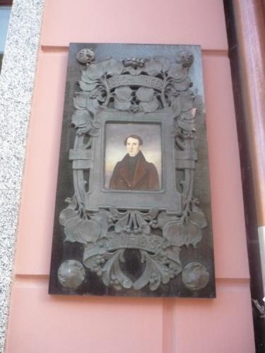 Pamětní deska Josefa Šmidingera na spořitelně (Velké náměstí)