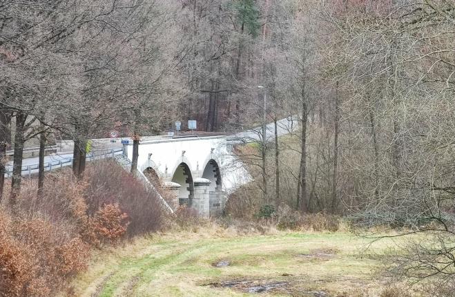 Kamenný most přes Malši.