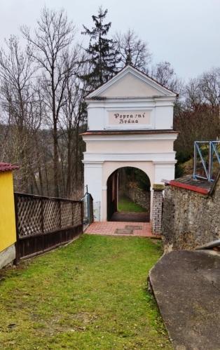 Popravní brána.