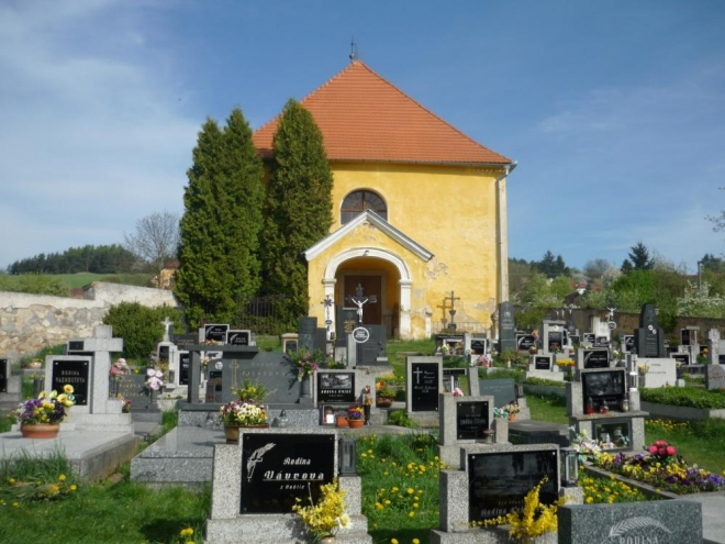 Kostel se hřbitovem