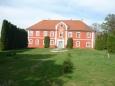 Dnešní podoba zámku je jiná, neboť byl zámek zrekonstruován a změnil i barvu fasády – ze žluté na červenou