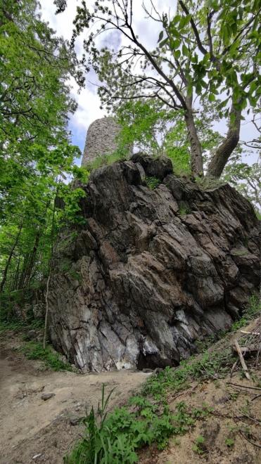 Věž Starého Herštejna je nově zrenovována a slouží jako vyhlídková...