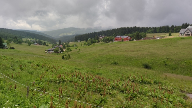 Nad Eliščiným údolím se stahují těžké mraky.