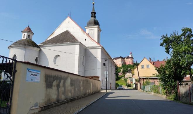 Javorník - kostel Nejsvětější Trojice...