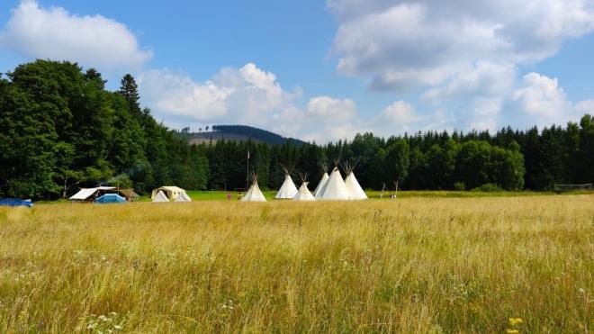 Skautský tábor leží v prérii u Hraniček.