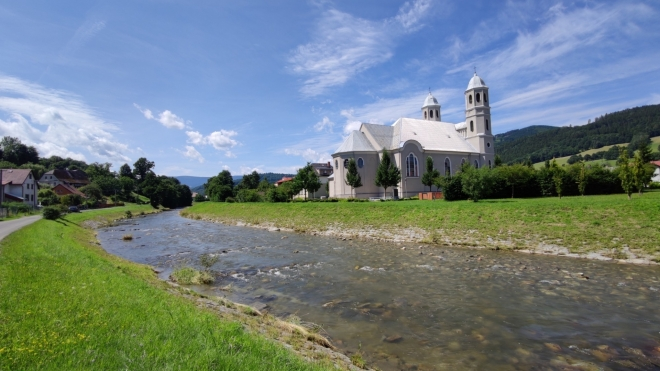 Kostel sv. Josefa v České Vsi leží nedaleko Jeseníku.