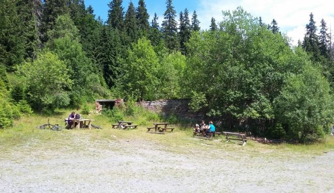 Základy vyhořelé chaty Alfrédka.