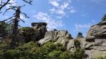 Skály před vrcholkem Ostrožně...