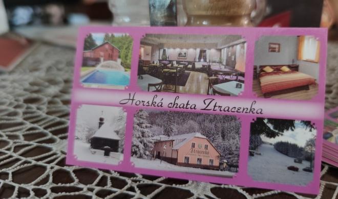Po šťastném nalezení mobilu obědváme na chatě Ztracenka.